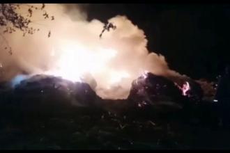 20 de tone de furaje, cuprinse de flăcări în Olt. Focul a fost aprins intenționat