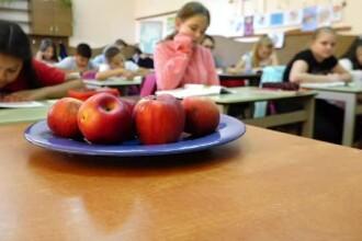 Cornul, laptele și mărul n-au ajuns încă în școli. Elevii de la sate rabdă de foame