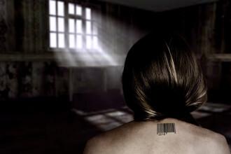 Româncă tratată ca o sclavă în Londra. Era obligată să facă duș goală în curte