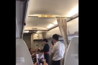 Motivul pentru care o stewardesă a fost concediată după ce a fost cerută în căsătorie, în timpul zborului