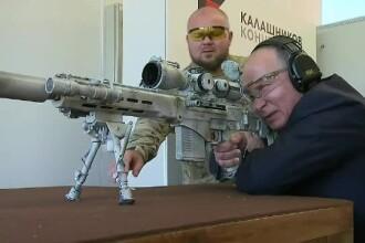 Imagini cu Putin testând un Kalashnikov cu lunetă. Ar apăsa pe trăgaci între 2 bătăi de inimă