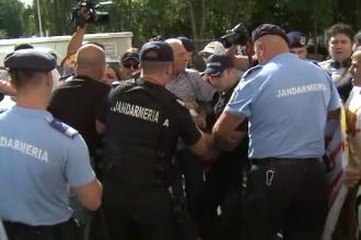 Proteste cu îmbrânceli la Parchetul General, unde au fost chemați șefii Jandarmeriei