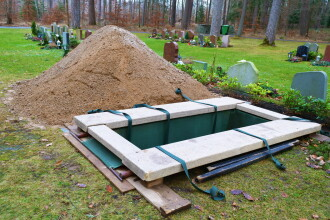 Un tânăr declarat mort s-a trezit chiar înainte să fie îngropat. Momentul a fost FILMAT