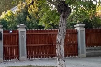 Gardul casei din Alexandria a lui Dragnea a fost vandalizat. Mesajul scris. FOTO
