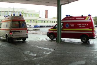 Asistentă bătută cu pumnii de un grup de romi în fața spitalului. Ce i-a înfuriat