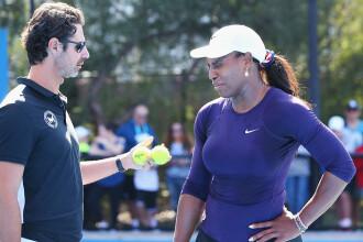 """Serena Williams îi cere explicații antrenorului său, după ce acesta a recunoscut că a făcut """"coaching"""""""