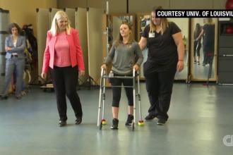 Tehnologia care le permite oamenilor paralizați să meargă din nou