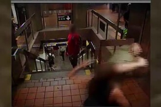 Reacţia unei femei când un bărbat a început să o pipăie în metrou.