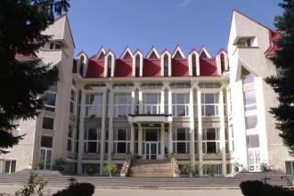 14 studenți la Teologie în Iași, la spital cu toxiinfecție după ce au mâncat la cantină