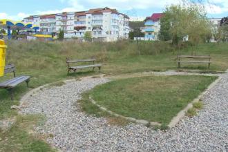 Parcul din centrul oraşului Curtea de Argeș, care a costat aproape 350.000 de euro, este în ruină