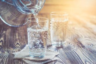De ce trebuie să beți apă când simțiți nevoia de dulce