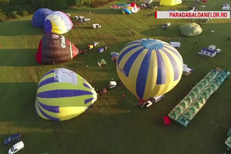 Panică la un festival din Mureș. Șase baloane cu aer cald, duse de curenți în munți