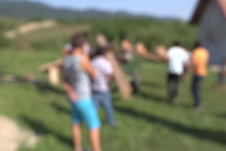 Scandal încheiat tragic între mai multe familii din județul Brașov. Doi copii, rămași orfani