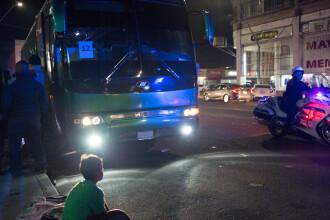 5 persoane au fost împușcate când se urcau în autobuz. Atacatorii au reușit să fugă