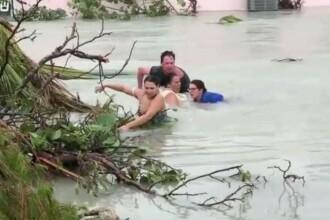 Imagini dramatice în Bahamas. Mai multe persoane luptă pentru viața lor în viitură
