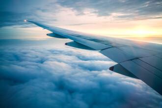 Ce au văzut mai mulți pasageri în avion pe timpul unui zbor. Au rămas șocați