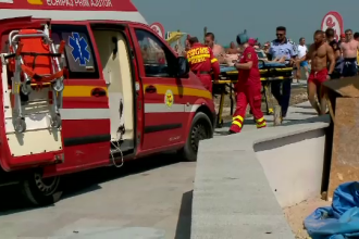 Un turist a făcut preinfarct după ce a intrat în valuri, la Jupiter. Cum a fost scos