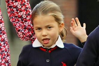 Prinţesa Charlotte, prima zi de şcoală. Cum şi-a făcut micuţa apariţia în fața fotografilor