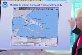 Donald Trump a modificat cu markerul harta cu traseul uraganului Dorian