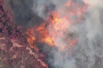 Incendii devastatoare în California: sute de oameni evacuați, școli închise