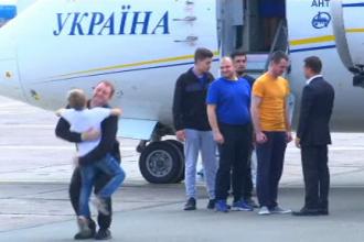 Schimb istoric de prizonieri între Rusia și Ucraina. Urale la sosirea avionului în Kiev