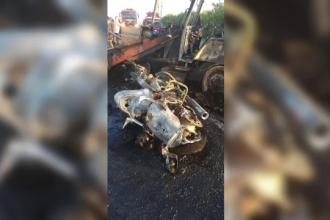 Filmul accidentului cu 2 morți, din Constanța. Motocicleta lovită de excavator a luat foc