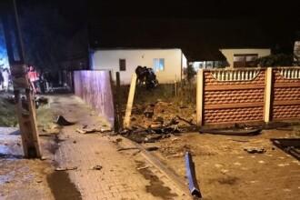 O mamă a murit iar copiii sunt răniţi grav după ce tatăl, băut, a intrat cu maşina în casă