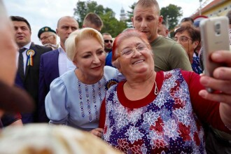 Dăncilă, la Ţebea: Sperăm ca oamenii politici de azi să înveţe de la eroii noştri naţionali