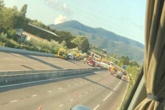 Microbuz cu români, implicați într-un grav accident în Franța. Un bărbat a murit