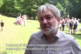 """Reacția unui turist german, când vede obiceiurile ciobanilor români: """"Minunată experiența"""""""