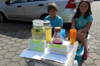 Doi copii din Cluj-Napoca și-au făcut propria afacere. Ce vând cei doi în fața blocului