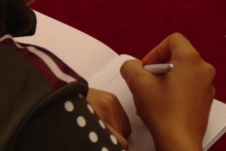 Scoaterea caligrafiei din şcoală favorizează analfabetismul. Ce spun specialiștii