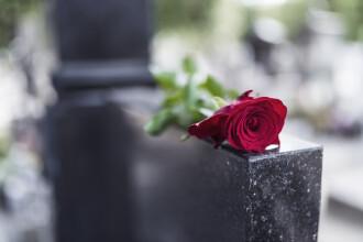 Un bărbat a murit după ce a fost închis într-un șopron. Motivul pentru care l-au lăsat acolo