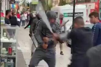 Bătaie cu săbii și cuțite într-o zonă aglomerată din Londra. VIDEO