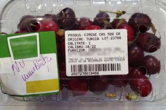 """Vânzătorii din piețe, obligați să avertizeze clienții dacă fructele sunt stropite cu """"imazalil"""""""