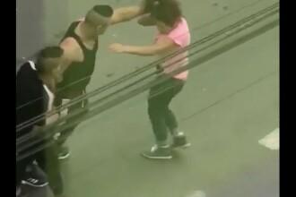 Bărbat filmat în timp ce lovește o femeie, în plină stradă, în Sibiu