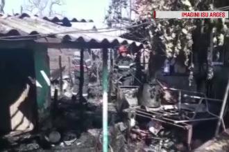Casă distrusă de un incendiu în Argeș. De la ce ar fi pornit focul