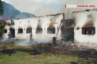 Un incendiu a mistuit un adăpost de animale dintr-o localitate din Argeş