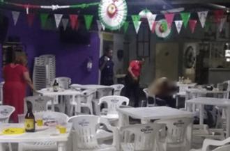 Cinci bărbaţi au fost asasinaţi într-un bar din statul mexican Tabasco de un grup armat