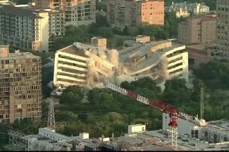 Clădirea unei bănci pusă la pământ în câteva secunde. VIDEO