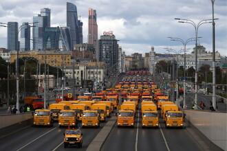 Demonstrație de forță în Moscova: sute de autobuze, maşini de curăţenie şi utilaje