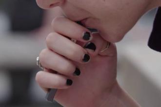 Guvernatorul New York-ului interzice de urgenţă aromele pentru ţigările electronice