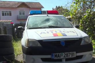 Bărbatul împuşcat de poliţişti, după ce i-a atacat cu furca, a murit la spital