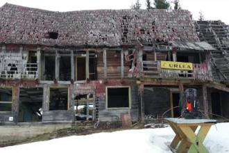 Cabana Urlea, una dintre cele mai vechi din țară, arsă din temelii. Cum puteţi ajuta