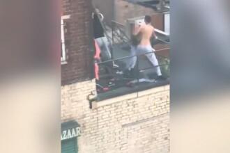 Doi frați români din Anglia au înjunghiat un compatriot și i-au aruncat câinele de la etaj