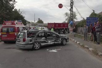 Accident grav în Prahova. Mașina unei familii s-a izbit violent de un camion cu nisip