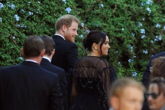 Meghan Markle a purtat o rochie de 13.500 de dolari la o nuntă. FOTO