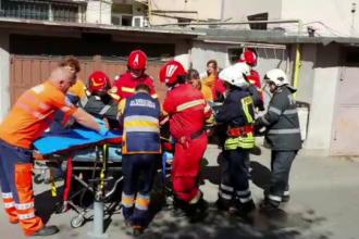Vecinii fraților care au căzut de la etajul 5 cred că au vrut să se sinucidă. Unul a murit
