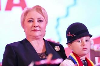Viorica Dăncilă a pus un copil să o aplaude la o acțiune organizată de PSD Alba. VIDEO