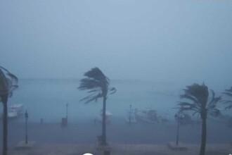 Furtuni violente, tornade și 10.500 de fulgere în Grecia. Doi oameni au murit